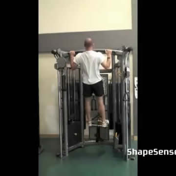 An image of a man performing the pull up exercise.